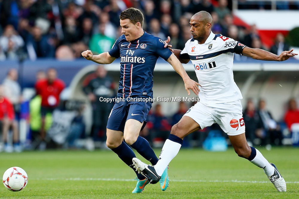 FOOTBALL - FRENCH CHAMPIONSHIP 2012/2013 - L1 - PARIS SAINT GERMAIN VS SOCHAUX - 29/09/2012 - KEVIN GAMEIRO (PARIS SAINT-GERMAIN), CEDRIC KANTE (SOCHAUX)