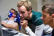 Ralph is bezig met de VO2max meting. Aan de VU Amsterdam worden potentiele rijders voor de VeloX5 getest. In september wil het Human Power Team Delft en Amsterdam, dat bestaat uit studenten van de TU Delft en de VU Amsterdam, een poging doen het wereldrecord snelfietsen te verbreken, dat nu op 133,8 km/h staat tijdens de World Human Powered Speed Challenge.<br /> <br /> At the VU Amsterdam possible riders for the VeloX5 are tested. With the special recumbent bike the Human Power Team Delft and Amsterdam, consisting of students of the TU Delft and the VU Amsterdam, also wants to set a new world record cycling in September at the World Human Powered Speed Challenge. The current speed record is 133,8 km/h.