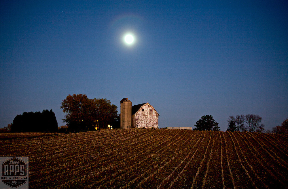 A collection of Barns that still can be seen while traveling the countryside in  the beautiful State of Wisconsin.<br /> Dane County- Barn and full moon on Hwy M near Gov. Nelson State Park. Barns from around the State of Wisconsin.