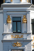 Villa mit goldenem Stuck am A.-Baudert-Platz, Weimar, Thüringen, Deutschland | golden villa at A.-Baudert-Platz, Weimar, Thuringia, Germany