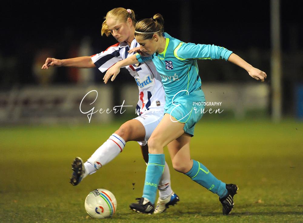 19-03-2009: voetbal:Vrouwen:Willem II:SC Heerenveen:Tilburg<br /> Atty Eelkema in duel met Dominique Vugts<br /> Fotograaf: Geert van Erven