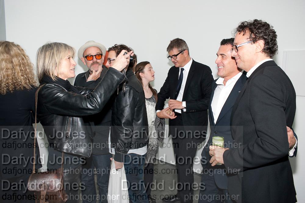 LINDA YABLONSKY; MICHAEL STIPE; JAY JOPLING; ANDRE BALAZ; MARIO BRAMBILLA, Opening of new White Cube Gallery in Bermondsey. London. 11 October 2011. <br /> <br />  , -DO NOT ARCHIVE-© Copyright Photograph by Dafydd Jones. 248 Clapham Rd. London SW9 0PZ. Tel 0207 820 0771. www.dafjones.com.