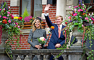 Kerkrade - King Willem-Alexander and Queen Maxima Koempels meet at the statue of Dr. Joep in Kerkrade. The visit to the Limburg location is part of their regional visit to the former mining region of Limburg. copyright robin utrecht KERKRADE - Koning Willem-Alexander en koningin Maxima ontmoeten Koempels bij het standbeeld van Dr Joep in Kerkrade. Het bezoek aan de Limburgse plaats is onderdeel van hun streekbezoek aan de voormalige Mijnstreek in Limburg.