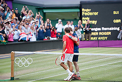 05.08.2012, Wimbledon, London, GBR, Olympia 2012, Tennis, Herren Finale, im Bild Roger Federer (SUI) gratuliert Andy Murray (GBR) zum Sieg // during Tennis Mens Final, at the 2012 Summer Olympics at Wimbledon, London, United Kingdom on 2012/08/05. EXPA Pictures © 2012, PhotoCredit: EXPA/ Freshfocus/ Valeriano Di Domenico..***** ATTENTION - for AUT, SLO, CRO, SRB, BIH only *****