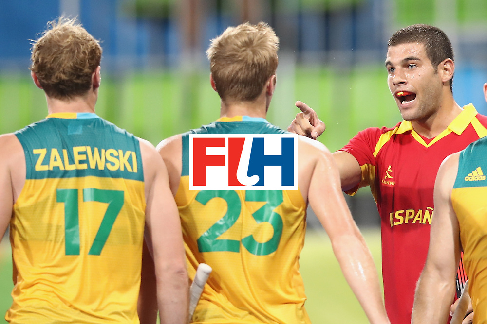 RIO DE JANEIRO, BRAZIL - AUGUST 07:  Aran Zalewski #17 and Daniel Beale #23 exchange heated words with Salvador Piera of Spain during the men's pool A match between Spain and Australia on Day 2 of the Rio 2016 Olympic Games at the Olympic Hockey Centre on August 7, 2016 in Rio de Janeiro, Brazil.  (Photo by Mark Kolbe/Getty Images)
