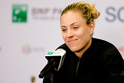 Die Weltranglistenerste Angelique Kerber nach ihrem Auftakteinzel gegen D. Cibulkova bei den WTA Finals 2016 in Singapur / 231016 ***The world's top Angelique Kerber after their opening single against Dominika_Cibulkova at the WTA Finals 2016 in Singapore, October 23, 2016 ***