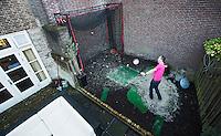 DEN BOSCH - Bunker en afslagmat in de tuin van Wilco Delhez. COPYRIGHT KOEN SUYK
