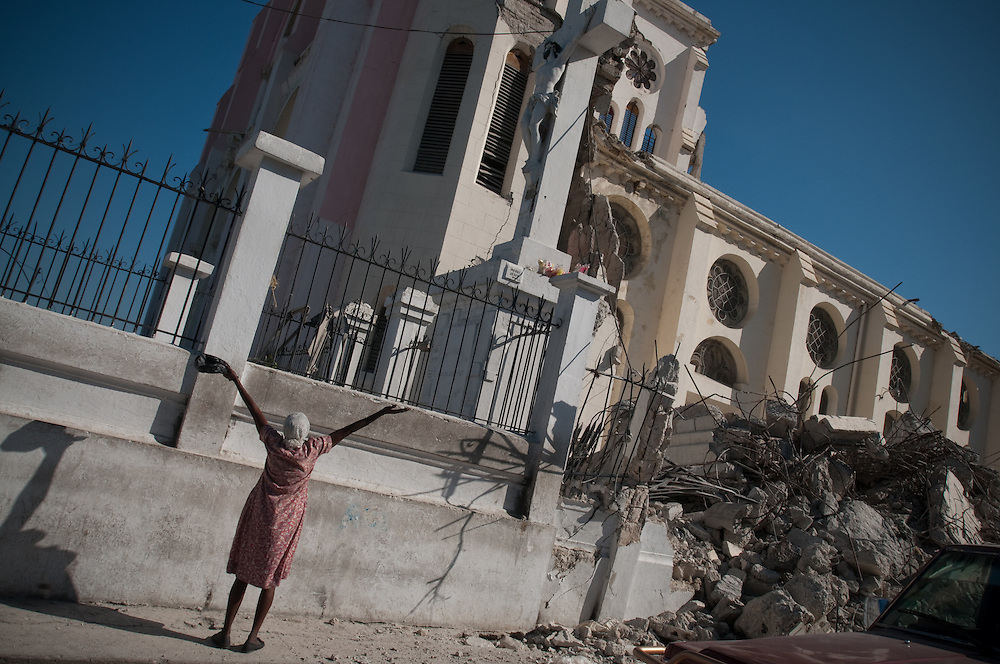 1/15/10 12:28:44 PM -- Port-Au-Prince, Haiti. -- Daily coverage of the aftermath of the 7.0 earthquake in Haiti -- A woman lifts her arms to a statue of Jesus in Port au Prince, Haiti, Saturday Jan. 23, 2010. (Photo by William B.  Plowman ©)