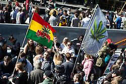 14.05.2016, Gürtel, Wien, AUT, Legaliseriungs Demonstration für Cannabis. im Bild Aktivisten mit Marijuana Flaggen // Activists with marijuana flags during protest action regarding to Cannabis legalisation in Vienna, Austria on 2016/05/14. EXPA Pictures © 2016, PhotoCredit: EXPA/ Michael Gruber