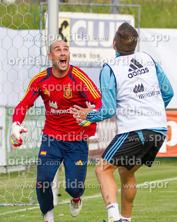 24.05.2012, Sportplatz Golm FC Schruns, Schruns, AUT, UEFA EURO 2012, Trainingslager, Spanien, im Bild Pepe Reina (ESP) // Pepe Reina of Spain during of Spanish National Footballteam for preparation UEFA EURO 2012 at Sportplatz Golm FC Schruns, Schruns, Austria on 20120524. EXPA Pictures © 2012, PhotoCredit EXPA/ Peter Rinderer