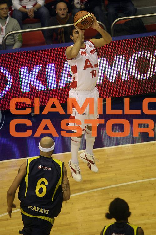 DESCRIZIONE : Milano Lega A1 2007-08 Armani Jeans Milano Legea Scafati<br /> GIOCATORE : Pietro Aradori<br /> SQUADRA : Armani Jeans Milano <br /> EVENTO : Campionato Lega A1 2007-2008<br /> GARA : Armani Jeans Milano Legea Scafati<br /> DATA : 22/12/2007<br /> CATEGORIA: Tiro<br /> SPORT : Pallacanestro<br /> AUTORE : Agenzia Ciamillo-Castoria/G.Landonio<br /> Galleria : Lega Basket A1 2007-2008<br /> Fotonotizia : Milano Campionato Italiano Lega A1 2007-2008 Armani Jeans Milano Legea Scafati<br /> Predefinita :