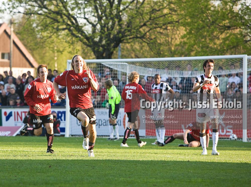 Timo Furuholm juhlii 0-4-maalia. TPS - Inter. Veikkausliiga. 4.5.2008. Turku. Photo: Jussi Eskola