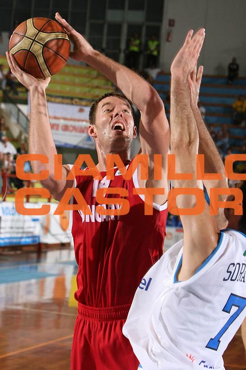 DESCRIZIONE : Porto San Giorgio Qualificazione Eurobasket 2009 Italia Ungheria<br /> GIOCATORE : Marton Bader<br /> SQUADRA : Ungheria<br /> EVENTO : Raduno Collegiale Nazionale Maschile <br /> GARA : Italia Ungheria Italy Hungary<br /> DATA : 10/09/2008 <br /> CATEGORIA : tiro<br /> SPORT : Pallacanestro <br /> AUTORE : Agenzia Ciamillo-Castoria/G.Ciamillo
