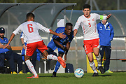 21.09.2017; Niederhasli; FUSSBALL U16 - Schweiz - Italien;<br /> Franco Tongya (ITA) Elmedin Fazlic (SUI) <br /> (Andy Mueller/freshfocus)