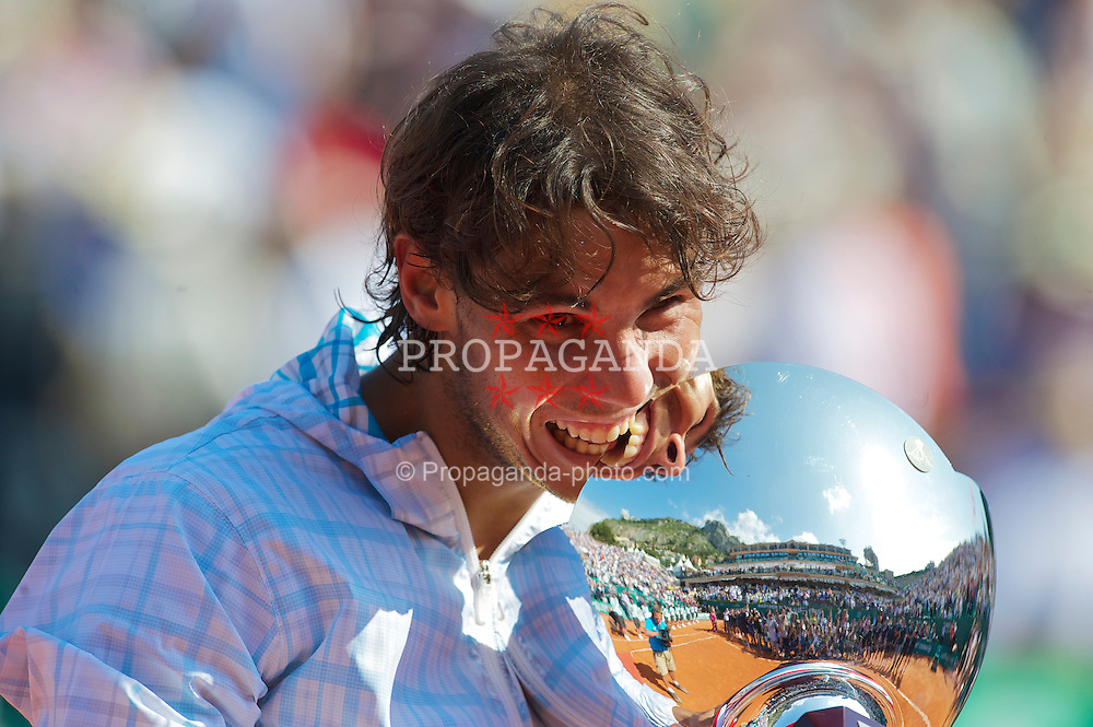 MONTE-CARLO, MONACO - Sunday, April 18, 2010: Rafael Nadal (ESP) bites the trophy after winning the the Men's Singles Final on day seven of the ATP Masters Series Monte-Carlo at the Monte-Carlo Country Club. This was Nadal's sixth straight victory in the tournament, setting a record for the most Masters Series consecutive victories at a single tournament by any player. (Photo by David Rawcliffe/Propaganda)