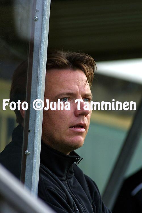 06.08.2001 Turku, Finland. I divisioona, etel?lohko, Turun Palloseura v IF Gnistan. Valmentaja Mika Laurikainen (TPS)..©JUHA TAMMINEN