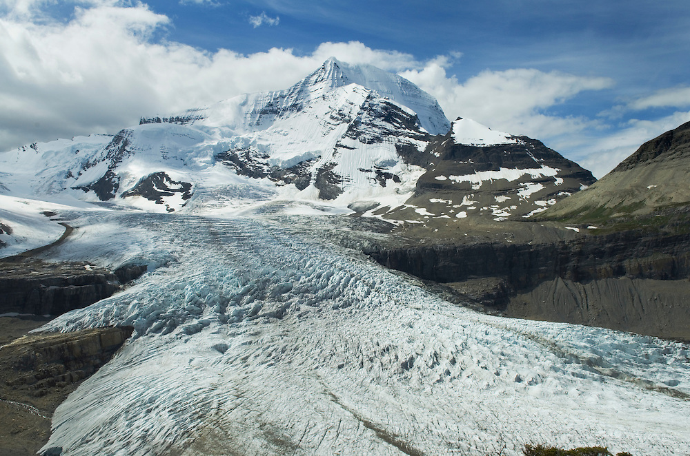 Robson Glacier flowing down from Mount Robson 3,954 m (12,972 ft) Mt. Robson Provincial Park British Columbia Canada