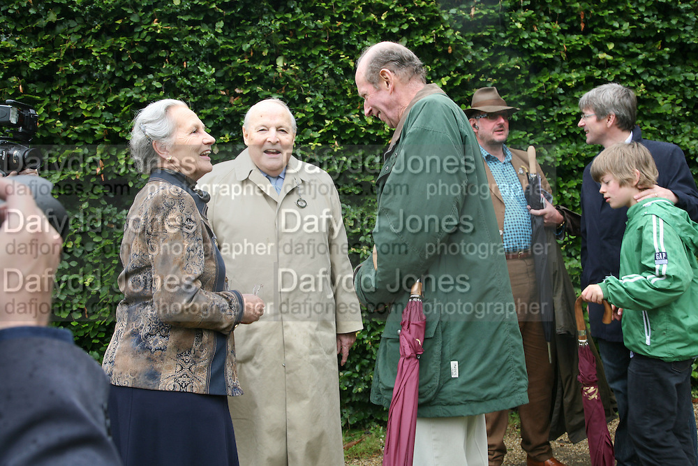 THE DUKE AND DUCHESS OF RICHMOND AND THE DUKE OF KENT, Cartier Style et Luxe lunch. Goodwood.  24 June 2007.  -DO NOT ARCHIVE-© Copyright Photograph by Dafydd Jones. 248 Clapham Rd. London SW9 0PZ. Tel 0207 820 0771. www.dafjones.com.