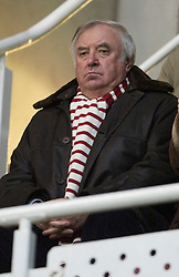 READING, ENGLAND - Saturday, January 2, 2010: Liverpool supporter Jimmy Tarbuck doesn't enjoy his side's 1-1 draw with Reading during the FA Cup 3rd Round match at the Madejski Stadium. (Photo by: David Rawcliffe/Propaganda)