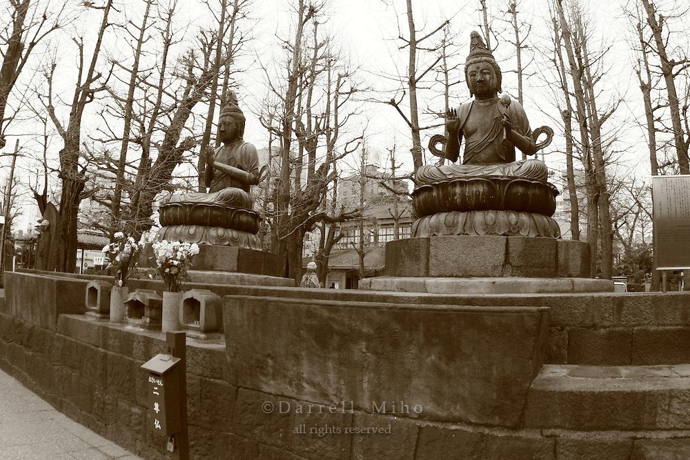 Mar 6, 2006; Tokyo, JPN; Asakusa.Nisonbutsu (pair of Buddha) statues outside the Senso-ji Buddhist temple...Photo credit: Darrell Miho