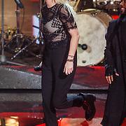 NLD/Hilversum/20160109 - 4de live uitzending The Voice of Holland 2015, optreden Sanne Hans, Miss Montreal
