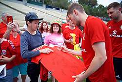 LOS ANGELES, USA - Saturday, May 26, 2018: Wales' Ben Davies meets supporters after a training session at the UCLA Drake Track and Field Stadium ahead of the International friendly match against Mexico. (Pic by David Rawcliffe/Propaganda)