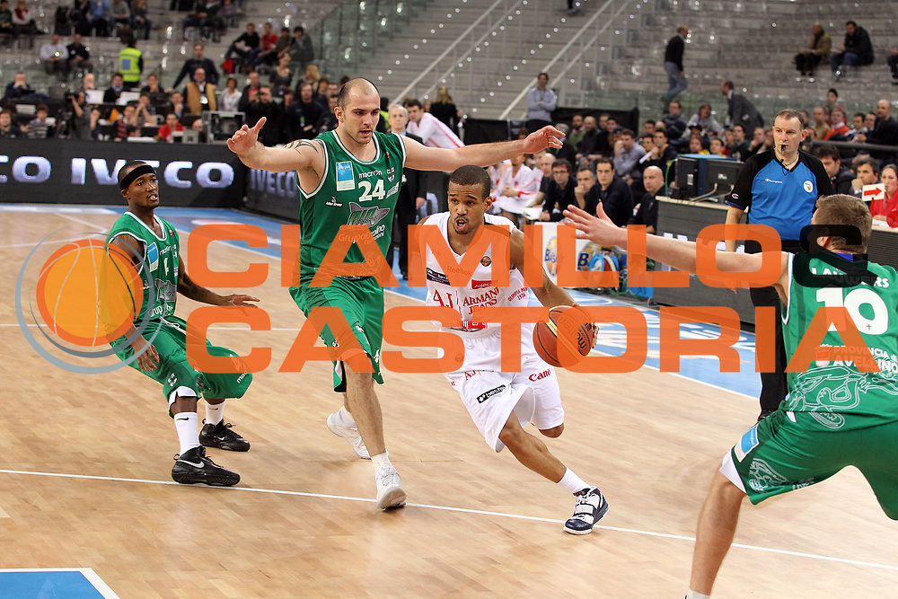 DESCRIZIONE : Torino Coppa Italia Final Eight 2011 Quarti di Finale Armani Jeans Milano Air Avellino<br /> GIOCATORE : Lynn Greer<br /> SQUADRA : Armani Jeans Milano<br /> EVENTO : Agos Ducato Basket Coppa Italia Final Eight 2011<br /> GARA : Armani Jeans Milano Air Avellino<br /> DATA : 11/02/2011<br /> CATEGORIA : Palleggio<br /> SPORT : Pallacanestro<br /> AUTORE : Agenzia Ciamillo-Castoria/G.Cottini<br /> Galleria : Final Eight Coppa Italia 2011<br /> Fotonotizia : Torino Coppa Italia Final Eight 2011 Quarti di Finale Armani Jeans Milano Air Avellino<br /> Predefinita :