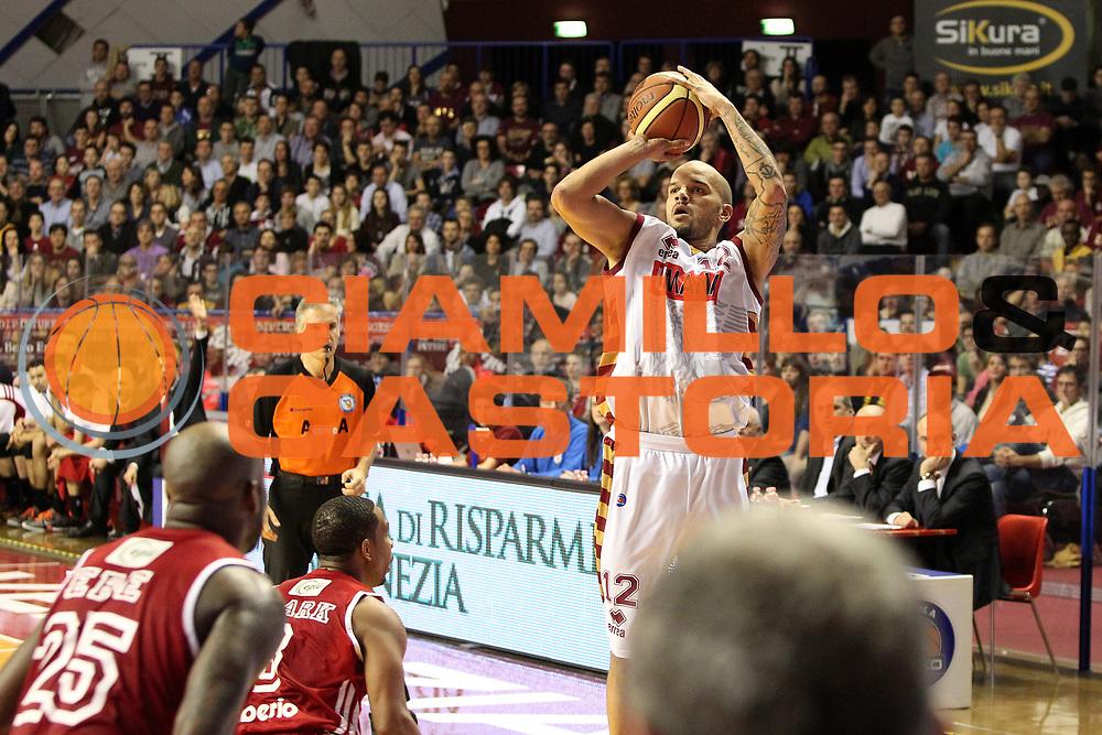 DESCRIZIONE : Venezia Lega A 2013-14 Umana Reyer Venezia Cimberio Varese<br /> GIOCATORE : andre smith<br /> CATEGORIA :  tiro<br /> SQUADRA : Umana Reyer Venezia Cimberio Varese<br /> EVENTO : Campionato Lega A 2013-2014<br /> GARA : Umana Reyer Venezia Cimberio Varese<br /> DATA : 02/02/2014<br /> SPORT : Pallacanestro<br /> AUTORE : Agenzia Ciamillo-Castoria/G.Contessa<br /> Galleria : Lega Basket A 2013-2014<br /> Fotonotizia :  Venezia Lega A 2012-13 Umana Reyer Venezia Cimberio Varese<br /> Predefinita :