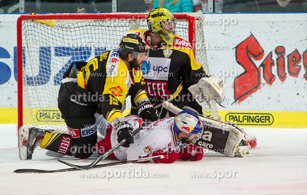 07.04.2015, Eisarena, Salzburg, AUT, EBEL, EC Red Bull Salzburg vs UPC Vienna Capitals, Finale, 1. Spiel, im Bild v.l.: Danny Bois (UPC Vienna Capitals), Matt Zaba (UPC Vienna Capitals) und Manuel Latusa (EC Red Bull Salzburg) // during the Erste Bank Icehockey League 1st final match between EC Red Bull Salzburg and UPC Vienna Capitals at the Eisarena in Salzburg, Austria on 2015/04/07. EXPA Pictures © 2015, PhotoCredit: EXPA/ JFK
