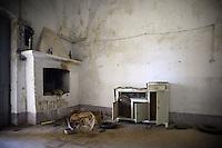 Monteruga è una località disabitata del comune di Veglie in provincia di Lecce. Sorta nel ventennio fascista, è un tipico esempio di villaggio dell'Ente Riforma. Si sviluppò in seguito alla riforma fondiaria del 1950 quando numerosi terreni agricoli furono espropriati ed assegnati ai contadini che qui vi si stabilirono. La storia di Monteruga come centro abitato termina con la privatizzazione dell'azienda agricola negli anni ottanta; restano, a testimonianza di un recente passato, gli alloggi, la scuola, la piazza centrale, la chiesa intitolata a sant'Antonio Abate. Il toponimo allude ad un colle solcato da un fosso.Monteruga is an uninhabited place near Veglie, in the province of Lecce. The name alludes to a hill crossed by a ditch. Founded in Fascist era, it is a typical example of the village of The Reformation. It was developed after the land reform of 1950 when many farmlands were expropriated and given to the peasants who settled there. The story of Monteruga as town ends during the eighties. In memory of the recent past, at present it remain the school, the central square, the church dedicated to St. Anthony the Abbot.