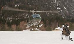 25.02.2010,  Lavanter Forcha, Lavant, AUT, Bundesheer Übung, im Bild Augusta Bell 212 Huey, des österreichischen Bundesheeres, wird bei der Landung von einem Soldaten eingewiesen, EXPA Pictures © 2010, PhotoCredit: EXPA/ J. Feichter / SPORTIDA PHOTO AGENCY.