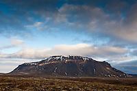 Hlöðufell 1180m. Mount Hlodufell, 1180m.