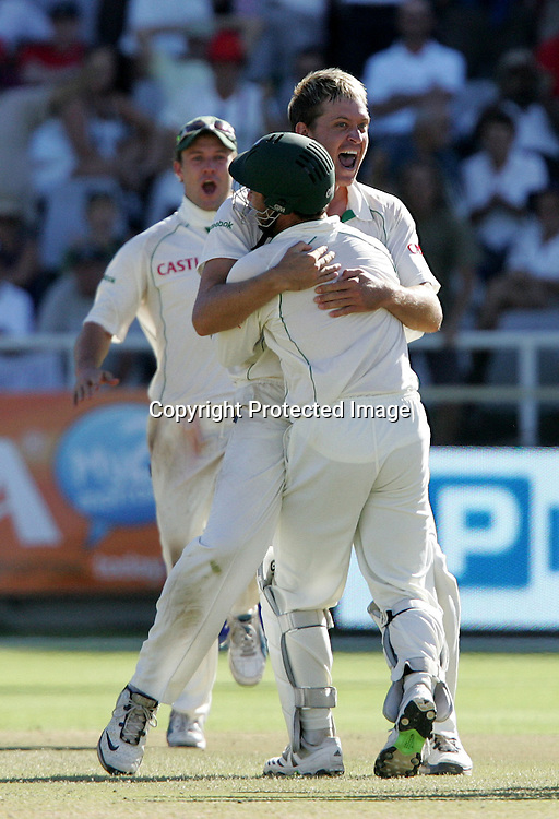Paul Harris and Mark Boucher celebrate the wicket of Andrew Strauss during the 4th day of the third test match between South Africa and England held at Newlands Cricket Ground in Cape Town on the 6th January 2010.Photo by: Ron Gaunt/ SPORTZPICS