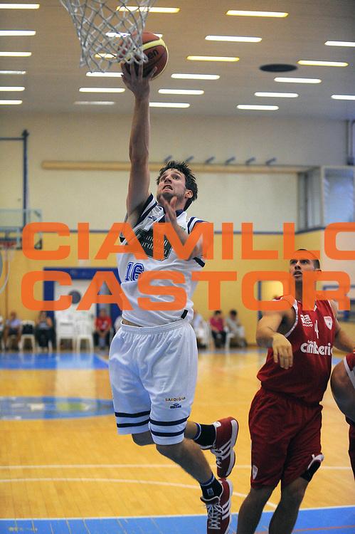 DESCRIZIONE : Varallo Torneo di Varallo Lega A 2011-12 Banco di Sardegna Sassari Cimberio Varese<br /> GIOCATORE : Drake Diener<br /> CATEGORIA :  Tiro Penetrazione<br /> SQUADRA : Banco di Sardegna Sassari<br /> EVENTO : Campionato Lega A 2011-2012<br /> GARA : Banco di Sardegna Sassari Cimberio Varese<br /> DATA : 10/09/2011<br /> SPORT : Pallacanestro<br /> AUTORE : Agenzia Ciamillo-Castoria/A.Dealberto<br /> Galleria : Lega Basket A 2011-2012<br /> Fotonotizia : Varallo Torneo di Varallo Lega A 2011-12 Banco di Sardegna Sassari Cimberio Varese<br /> Predefinita :