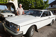 Vid entr&eacute;n p&aring; Alamo Automotive i Portland st&aring;r Dennis Dillons Volvo Bertone, lyxmodellen som hette Volvo 262C.<br /> Foto: Christina Sj&ouml;gren
