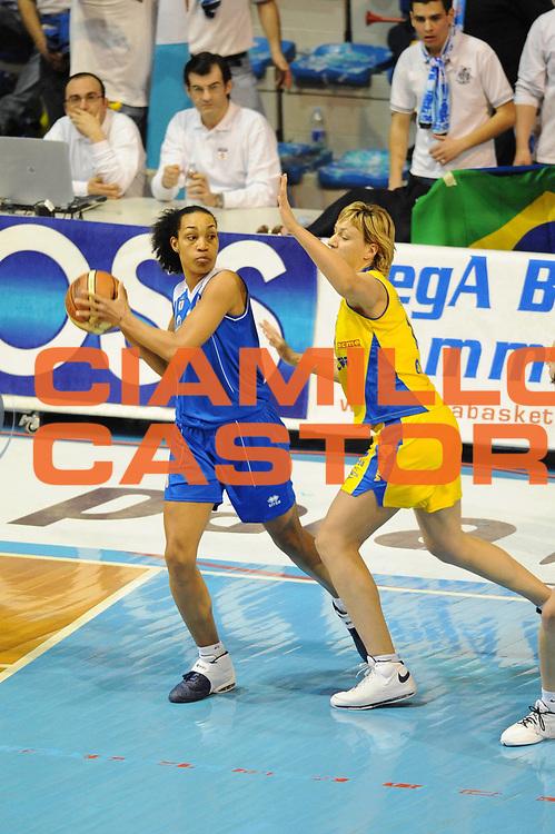 DESCRIZIONE : Faenza Lega A1 Femminile 2008-09 Coppa Italia Finale Lavezzini Parma Club Atletico Faenza<br /> GIOCATORE : Marte Alexander<br /> SQUADRA : Club Atletico Faenza<br /> EVENTO : Campionato Lega A1 Femminile 2008-2009 <br /> GARA : Lavezzini Parma Club Atletico Faenza<br /> DATA : 08/03/2009 <br /> CATEGORIA : passaggio<br /> SPORT : Pallacanestro <br /> AUTORE : Agenzia Ciamillo-Castoria/M.Marchi