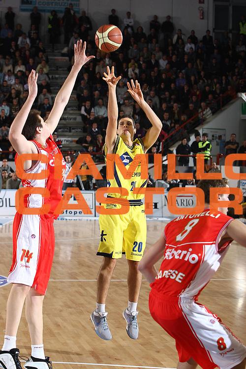 DESCRIZIONE : Porto San Giorgio Lega A 2009-10 Basket Sigma Coatings Montegranaro Cimberio Varese<br /> GIOCATORE : Andrea Cinciarini<br /> SQUADRA : Sigma Coatings Montegranaro <br /> EVENTO : Campionato Lega A 2009-2010 <br /> GARA : Sigma Coatings Montegranaro Cimberio Varese<br /> DATA : 01/11/2009<br /> CATEGORIA : tiro<br /> SPORT : Pallacanestro <br /> AUTORE : Agenzia Ciamillo-Castoria/C.De Massis<br /> Galleria : Lega Basket A 2009-2010 <br /> Fotonotizia : Porto San Giorgio Lega A 2009-10 Basket Sigma Coatings Montegranaro Cimberio Varese<br /> Predefinita :
