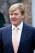 Koning Willem-Alexander geeft startsein voor nieuwe Oranjefonds campagne Maatjes Gezocht . Maatjes zijn vrijwilligers die iemand gedurende langere tijd een steuntje in de rug bieden. <br /> <br /> King Willem-Alexander launches new campaign Oranjefonds Buddies Wanted. Buddies are volunteers who offer someone for a long time a helping hand.<br /> <br /> Op de foto / On the photo:  Aankomst van Koning Willem Alexander bij museum Het Catharijneconvent / Arrival of King Willem Alexander at The Museum Catharijneconvent