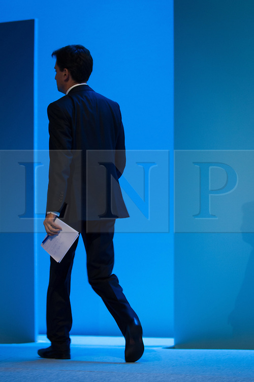 © Licensed to London News Pictures . 25/09/2013 . Brighton , UK . Labour Party Leader , ED MILIBAND , leaves the podium after the Q&A this afternoon (Wednesday 25th September 2013) . Day 4 of the Labour Party 's annual conference in Brighton . Photo credit : Joel Goodman/LNP
