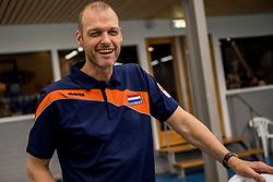 12-05-2017 NED: Nederland - Tsjechië, Amstelveen<br /> De Nederlandse volleybal mannen spelen hun eerste oefeninterland in de Emergohal in Amstelveen tegen Tsjechië. Deze wedstrijd staat in het teken van de verplaatsing van het Bankrasmomument. Nederland speelde daarom in speciale oude Nederlandse shirts uit 1992 / Team Arts Rob Vesters
