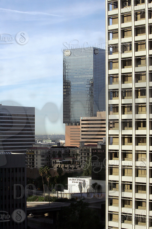 Jan 16, 2005; Los Angeles, CA, USA; View of the 1100 Wilshire building in Downtown Los Angeles city scape. Tall building skyscraper that is next to the 110 freeway. This building has been vacant for many years rumored to be owned by the China Government. Scenic view of downtown LA skyline from inside the city.  Mandatory Credit: Photo by Shelly Castellano/ZUMA Press.