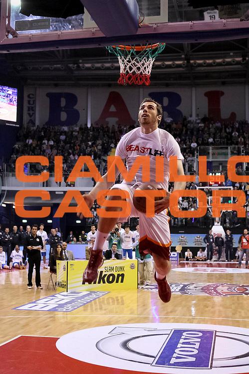 DESCRIZIONE : Biella Beko All Star Game 2012-13<br /> GIOCATORE : Alexander Czyz<br /> CATEGORIA : gara schiacciate dunk contest schiacciata  sequenza <br /> SQUADRA : Acea Virtus Roma<br /> EVENTO : All Star Game 2012-13<br /> GARA : Italia All Star Team<br /> DATA : 16/12/2012 <br /> SPORT : Pallacanestro<br /> AUTORE : Agenzia Ciamillo-Castoria/N. Dalla Mura<br /> Galleria : FIP Nazionali 2012<br /> Fotonotizia : Biella Beko All Star Game 2012-13