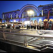 La stazione Porta Nuova è il principale scalo ferroviario della città di Torino.Nella fotografia la facciata esterna della stazione...The Porta Nuova railway station is the main railway yard in the city of Turin. In the photography: front of the station