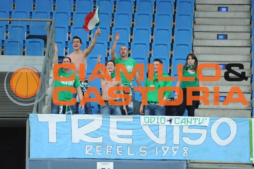 DESCRIZIONE : Pesaro Lega A 2009-10 Scavolini Spar Pesaro Benetton Treviso<br /> GIOCATORE : tifosi<br /> SQUADRA : Benetton Treviso<br /> EVENTO : Campionato Lega A 2009-2010<br /> GARA : Scavolini Spar Pesaro Benetton Treviso <br /> DATA : 14/02/2010<br /> CATEGORIA : <br /> SPORT : Pallacanestro<br /> AUTORE : Agenzia Ciamillo-Castoria/M.Marchi<br /> Galleria : Lega Basket A 2009-2010 <br /> Fotonotizia : Pesaro Campionato Italiano Lega A 2009-2010 Scavolini Spar Pesaro Benetton Treviso<br /> Predefinita :