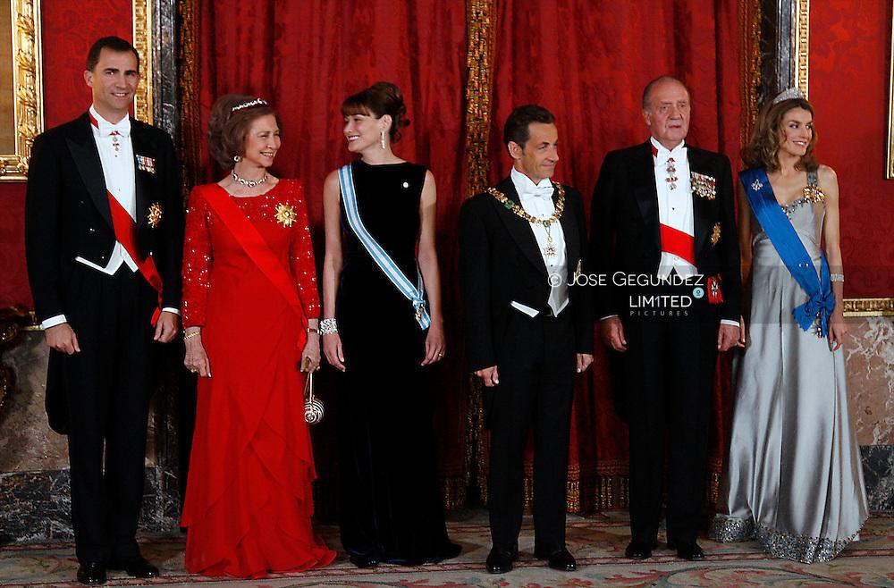 Madrid. Royal palace. Spanish Royals, King Juan Carlos I, Queen Sofia of Spain, Carla Bruni Sarkozy, French President Nicolas Sarkozy, King Juan Carlos of Spain, Prince Felipe of Spain and Princess Letizia of Spain attend a Gala Dinner honouring French President, at The Royal Palace, on April 27, 2009 in Madrid, Spain