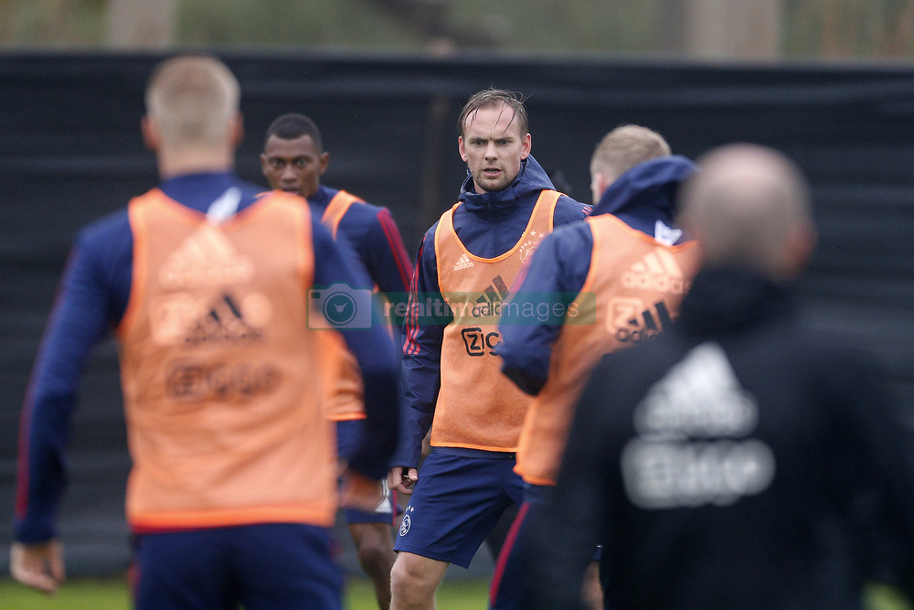 Siem de Jong of Ajax (C) during a training session of Ajax Amsterdam at the Cascada Resort on January 09, 2018 in Lagos, Portugal