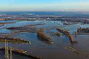 Nederland, Limburg, Gemeente Maasgouw, 10-01-2011; hoogwater Maas, omgeving Maasbracht als gevolg van sneeuwsmelt en neerslag in de bovenloop van de rivier. De stuw bij Linne is gestreken, de overlaat is in werking. Links invang Lateraalkanaal, in de achtergrond Roermond..Meuse flood, Maasbracht area, high water due to snow melt and precipitation upstream. The weir at Linne is lowered, the spillway is in operation. Left Lateral channel, in the background Roermond..luchtfoto (toeslag), aerial photo (additional fee required).© foto/photo Siebe Swart