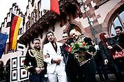 Frankfurt am Main | 08.12.2010..Hochzeit beim Zirkus Barelli, Jan Birk (jetzt Walliser, weisser Anzug) geht eine Lebenspartnerschaft mit Christian Walliser (dunkler Anzug) ein, die im Roemer in Frankfurt eingetragen wird. Links Salima Barelli, rechts Ramona Barelli...©peter-juelich.com..[No Model Release | No Property Release]