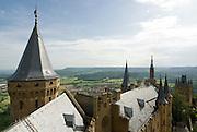 Burg Hohenzollern, Blick vom Turm über die Burganlage, Schwäbische Alb, Baden-Württemberg, Deutschland.. | ..Hohenzollern Castle, Germany