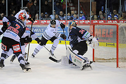 21.01.2018, Helios Arena, Schwenningen, GER, DEL, Schwenninger Wild Wings vs Thomas Sabo Ice Tigers, 44. Runde, im Bild (v.l.n.r.) Patrick Reimer (Thomas Sabo Ice Tigers) beim 2:0 (r.) Dustin Strahlmeier (Schwenninger Wild Wings) // during the German DEL Icehockey League 44th round match between Schwenninger Wild Wings and Thomas Sabo Ice Tigers at the Helios Arena in Schwenningen, Germany on 2018/01/21. EXPA Pictures © 2018, PhotoCredit: EXPA/ Eibner-Pressefoto/ Sven Laegler<br /> <br /> *****ATTENTION - OUT of GER*****